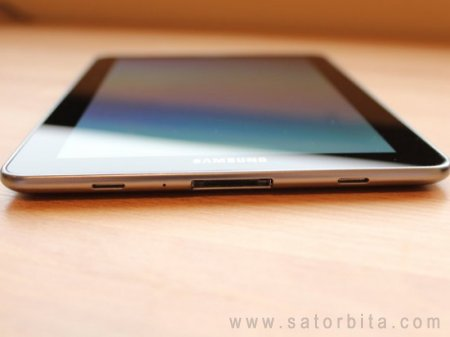 ����� Samsung Galaxy Tab 7.7: ���������� ������� � �������� Super AMOLED Plus